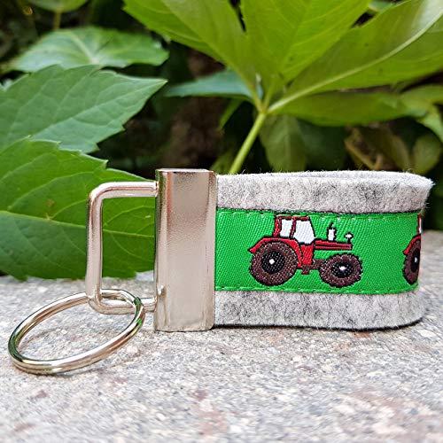 Schlüsselanhänger Taschenanhänger klein hellgrau Traktor rot grün Geschenk