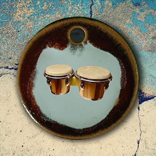 Echtes Kunsthandwerk: Toller Keramik Anhänger mit Bongos; Trommeln, Musikinstrument, Musik, Musikschule, Musiklehrer