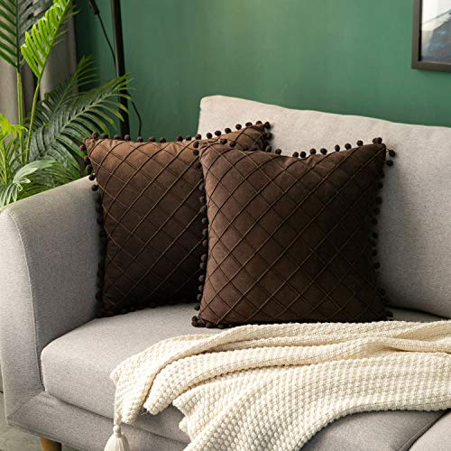 Hanrunsi Velvet Cushion Cover Set of 2 Pompoms Cushion Covers 45x45 cm (18x18 Inch) Throw Pillow Cover Decorative Pompoms Sofa Cushions Velvet Brown Set of 2 for Sofa Couch Bed Living Room