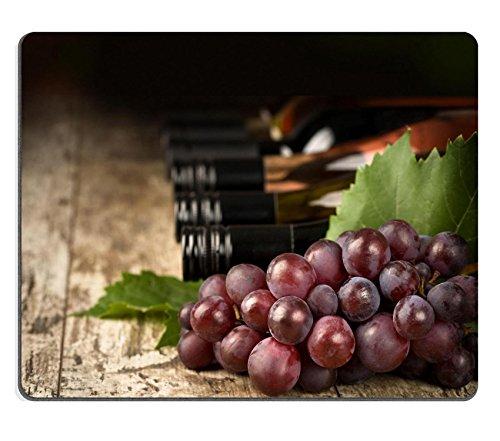 luxlady Gaming Mousepad Bild-ID: 21788562Wein Flaschen und Weinrebe Ast geringe tiefe von Focus
