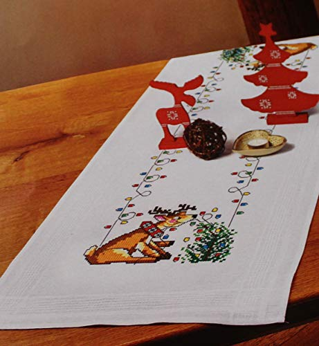 Kamaca Stickpackung Rentier hilft beim SCHMÜCKEN Kreuzstich vorgezeichnet Baumwolle komplettes Stickset mit Stickvorlage Weihnachten (Tischläufer 40x100 cm)