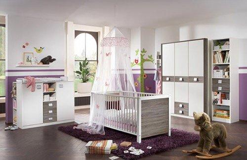 Babyzimmer 5-tlg.in Alpinweiß/Montana-Eiche-Dekor, 3-trg. Schrank, Kinderbett 70x140, Wickelkommode B: 122 cm, Unterstellregal B: 32, Regal B: 47 cm