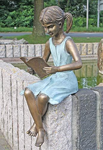 BR0378–fille avec un livre
