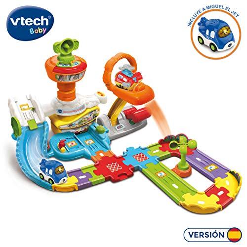 VTech - Torre de control y terminal TutTut Bólidos, Playset interactivo con diferentes pistas y tramos que simulan un aeropuerto, incluye el vehículo Miguel el jet (80-512622)