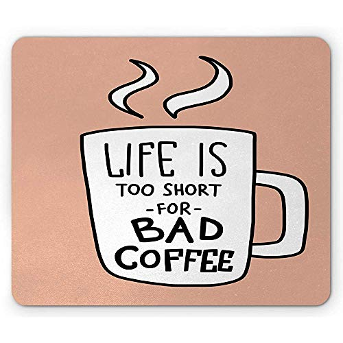 Label-muismat, het leven is voor slechte koffie typografie met een beker café sfeerversterker, een rubberen mousepad, koraal en een wit te kort