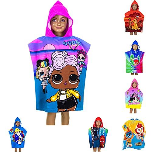 Poncho da bagno per bambini con cappuccio, 55 x 110 cm, diversi motivi – Re Leone, PJ Masks, Minnie Mouse, Cars, LOL Surprise, Top Wings, Sam Poncho unisex (LOL Surprise)