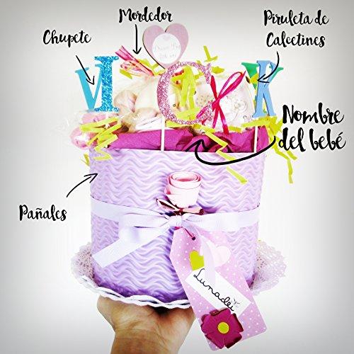 Torta di Pannolini DODOT | Modello IRIS | Personalizzabile con il Nome del Bebé | contiene: Ciuccio SUAVINEX, Massaggiagengive CANPOL BABIES, Lecca lecca di calzini in cotone di Marca | Diaper Cake | Baby Shower Gift Idea | Tono Rosa/Viola, Per Femminucce