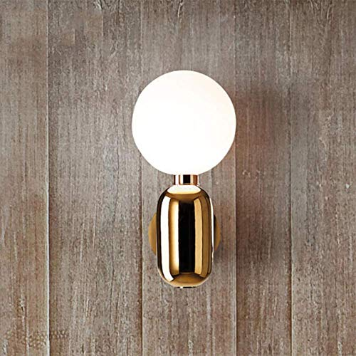Lámpara de pared moderna junto a la cama