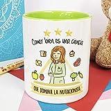 La Mente es Maravillosa - Taza frase y dibujo divertido (Comer bien es una ciencia que domina la nutricionista) Regalo para UNA NUTRICIONISTA