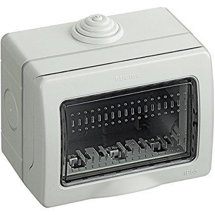 Bticino Funda Idrobox Caja de pared IP55 compuesta por base y puerta de protección - Para gabinete interruptores y enchufes Matix 25503 (3 plazas)