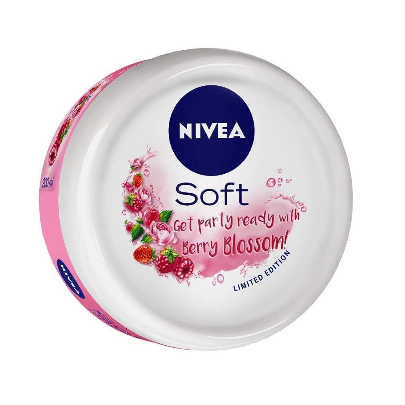 カルシウム罰ビルマNIVEA Soft Light Moisturizer Berry Blossom With Vitamin E & Jojoba Oil, 200 ml