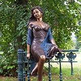 Bronze Gartenfigur & Skulptur für den Garten - 'Adelina'