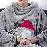 Personalisierte Kuscheldecke mit Namen (Light Grey) - Decke mit Ärmeln | Mit Bestickung nach Wunsch | Super als TV-Decke mit Ärmeln | Super Geschenk für Frauen | Fleecedecke