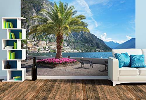 Premium Foto-Tapete Uferpromenade Limone sul Garda (versch. Größen) (Size L | 372 x 248 cm) Design-Tapete, Wand-Tapete, Wand-Dekoration, Photo-Tapete, Markenqualität von ERFURT