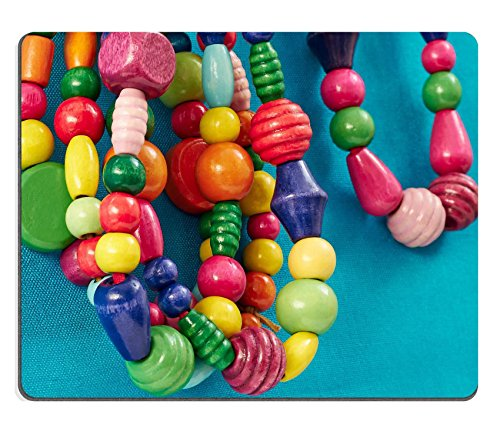 Luxlady Gaming Mousepad IMAGE ID: 25927705 De veelkleurige houten kralen kettingen opknoping op een blauwe achtergrond