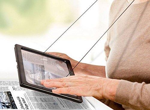 Zeitungslupe Vergrößerungsglas Leselupe – Lupe OMALU – für Senioren zum Umhängen – Geschenk für Oma – A4 Format- LED Beleuchtung – Senioren Vergrößerungslupe Lesehilfe Zeitung Buch – Maße: ca. 28x20x2cm - 9