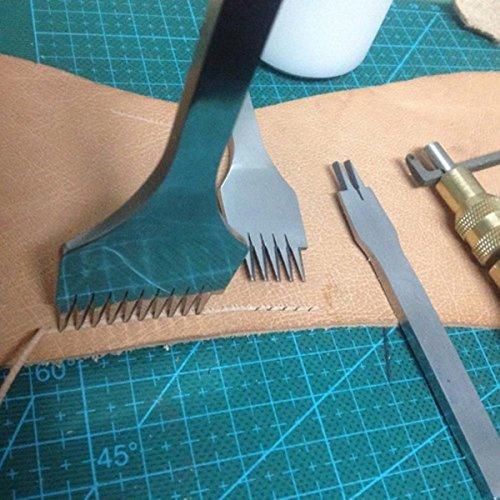 """革に手縫いするための穴をあける道具が""""目打ち(めうち)""""です。揃った穴をあけることができるので、きれいな縫い目に仕上がります。  まるでフォークのような装いですね。続けて開けるときには、前にあけた最後の穴に刃先が1つだけ重なるようにずらしながらあけていきます。 あらかじめ、革に薄く目印のラインを銀ペンや丸ギリなどで入れておくときれいに打つことができますよ。"""