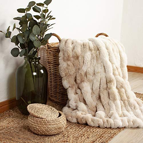 Arctic Fake Fur Plaid Bonnie - Extra weiche, große Luxus Decke im Scandi Design - aus pflegeleichter Mikrofaser, Oeko-TEX Zertifiziert - 150 x 200 cm - Braun