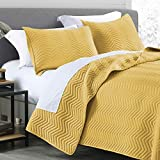 Quilt Set Queen Size Yellow, Classic Geometric Chevron Stitched Pattern, Pre-Washed Microfiber Ultra Soft Lightweight Quilted Bedspread Coverlet for All Season, 3 Piece Includes 1 Quilt and 2 Shams