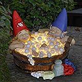 Exhart Solar Gute Zeiten Schaumbad Gartenzwerge - lustige Gnomen Paar in der Badewanne mit solarbetriebenen LED-Lichtern - Badezeit Harz Zwerge Statue, 8,7'lx 8,7' wx 6,7'h