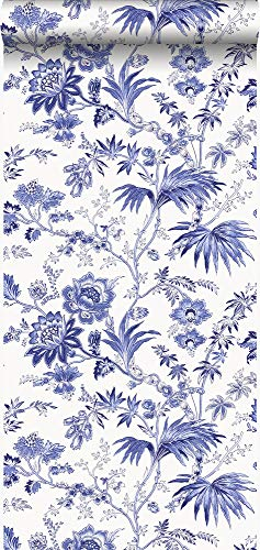behang bloemen wit en delfts blauw - 326120 - van Origin - luxury wallcoverings