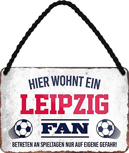 Blechschilder HIER WOHNT EIN Leipzig Fan Hängeschild für Fußball Begeisterte Deko Artikel Schild Geschenkidee 18x12 cm