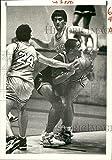 Vintage Photos 1989 Press Photo Derrick Calvin Bobby Guercio Beau Harvey Play Basketball