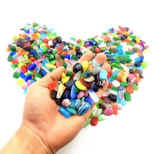 Gravilla de piedras de vidrio brillantes y coloridas. Para decorar una pecera o el jardín