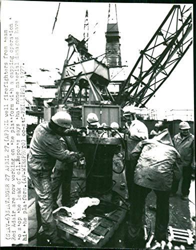 Incidente del desastre del petróleo Bravo en Ekofisk en 1977 - Vintage Press Photo