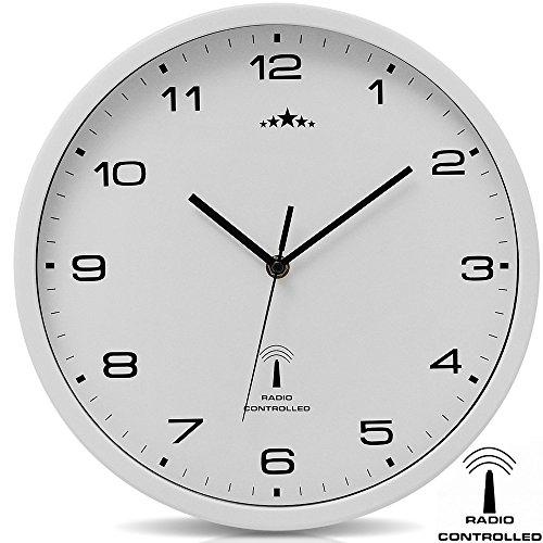 Deuba Wanduhr Funk Automatische Zeitumstellung Geräuscharm Quarzuhrwerk Analog 31 cm Indoor Funkuhr Uhr Modern Weiß