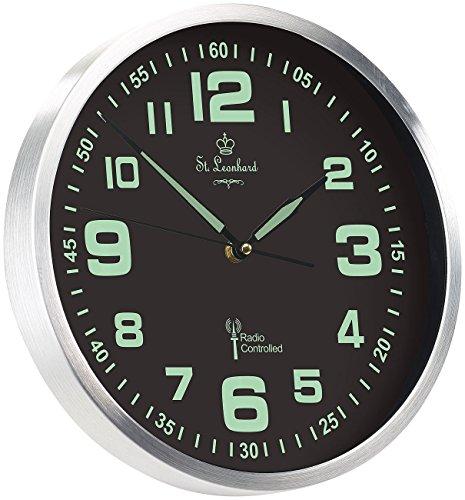 St. Leonhard Funkwanduhr: Funk-Wanduhr mit Quarz-Uhrwerk, nachleuchtenden Ziffern und Zeigern (Wanduhr lautlos Leuchtend)