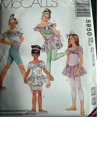 McCall's Patterns M2113D5 MCC 2113 - Cartamodello per top da ragazza, gonna e leggings in 2 lunghezze, taglia 10-12-14 5950