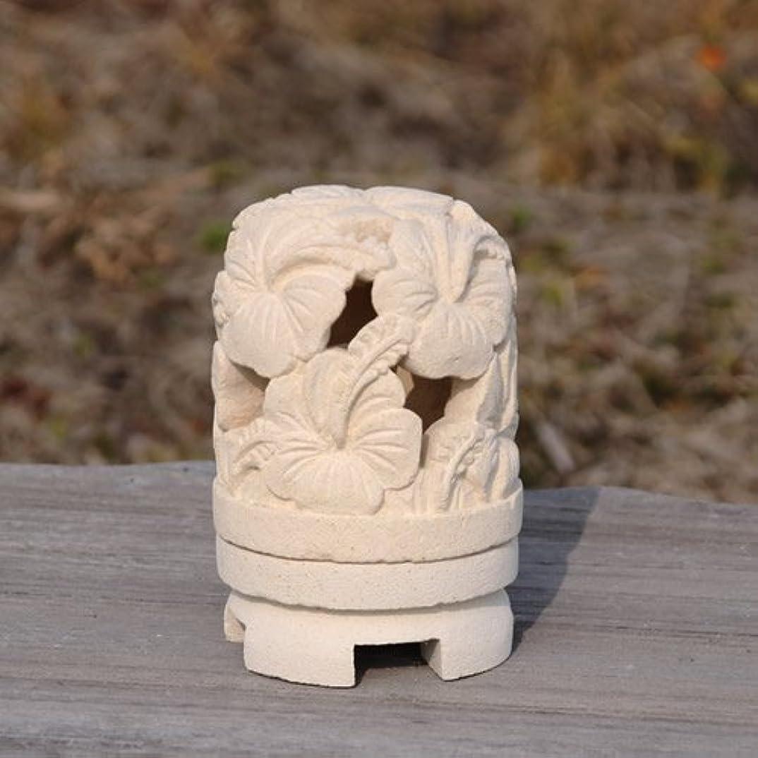 化石おしゃれじゃない無ライムストーンで出来たハンドメイドの丸いキャンドルホルダー (タイプB(ハイビスカス))
