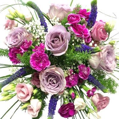 Blumenstrauß mit Veronika, Lisianthus, Rosen und Nelken