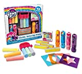 OUTDOOR SET – Keep your kids entertained for hours with this fun & adorable My Little Pony Chalk Activity Pack! Each box includes 4 My Little Pony character chalk holders, 6 pieces of washable, non-toxic sidewalk chalk, 4 stencils, 4 multicolored cha...