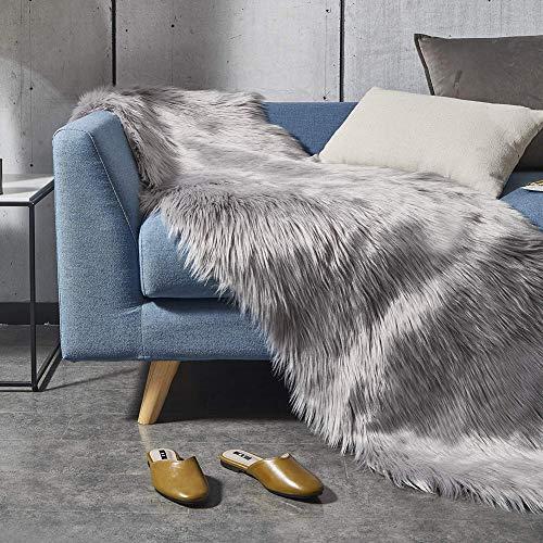 Cozywind Alfombra decorativa de piel de oveja de piel sintética de cordero, de 60 x 180 cm, de piel sintética, suave, para cama, sofá, de pelo largo, color gris