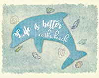 Life Is Better At The Beachビーチハウス印刷、ビーチ壁装飾、装飾、Sea Life壁アート、ドルフィンアート印刷、イルカ壁アート、ビーチ装飾 18x24 PRIBeachDolENBlu1824.m