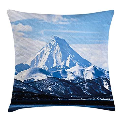 Vulkaan kussensloop, gebergte bedekt met sneeuw in het winterseizoen Idyllische heuvels antenne landschap, decoratieve vierkante Accent kussensloop, 18 X 18 inch, lichtblauw donkerblauw