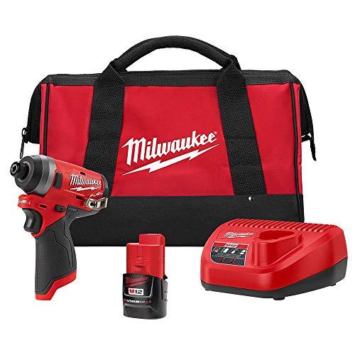 Milwaukee 2553-21 M12 FUEL 1/4 'Hex Impact Driver Kit con una batería de 2.0 Ah, cargador y bols
