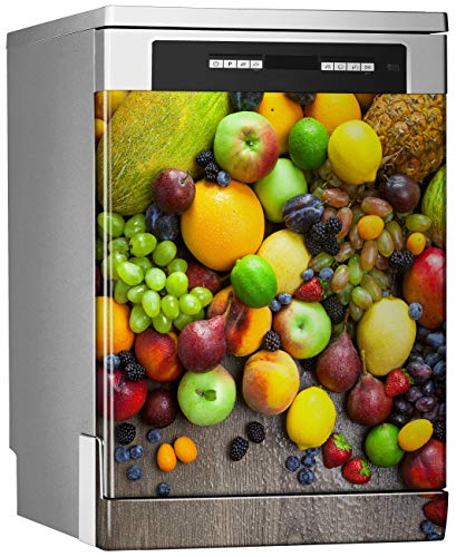 Megadecor decoratief vinyl voor vaatwasser, afmetingen standaard 67 cm x 76 cm, mengsel van verse vruchten met waterdruppels op tafel van donker hout.