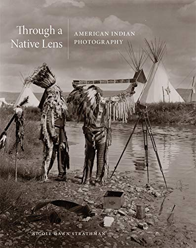 Through a Native Lens, Volume 37: American Indian Photography (Charles M. Russell Center Series on Art and Photography of the American West, Band 37)