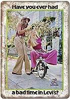 リーバイスジーンズ女性ヴィンテージティンサイン装飾ヴィンテージ壁金属プラークカフェバー映画ギフト結婚式誕生日警告のためのレトロな鉄の絵