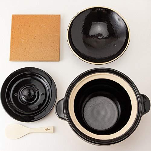 二重の蓋が圧力釜の機能を果たすので、吹きこぼれもふせいで、旨みを外に漏らさずに炊くことができます。保温力も抜群なので、初心者さんでもおいしいご飯を簡単に炊くことのできるありがたいアイテムは、しゃもじに陶敷板もついてくるので、届いたその日から食卓に炊きたてのご飯を出せます。