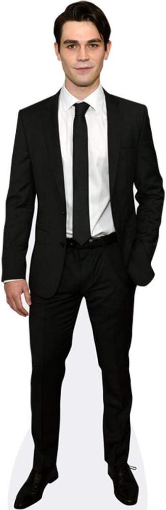 KJ Apa Black Suit a grandezza naturale