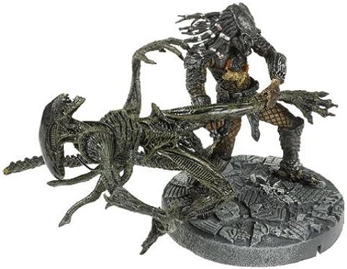McFarlane  Alien vs. Protator - Celtic Protator Throws Alien by McFarlane Toys