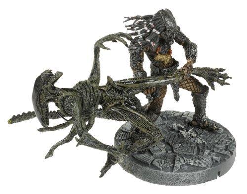 McFarlane: Alien vs. Predator - Celtic Predator Throws Alien by McFarlane Toys