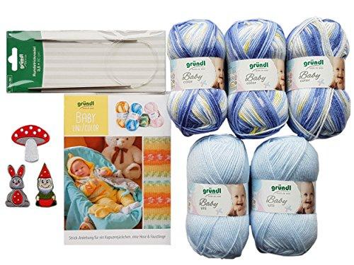 5X 50 Gramm Gründl Baby Uni/Color Wolle SB Pack inkl. Strick-Anleitung für Ein Kapuzenjäckchen, Eine Hose & Fäustlinge, Rundstricknadel und 1 Bügelflickmotiv (05 Blau Mix)