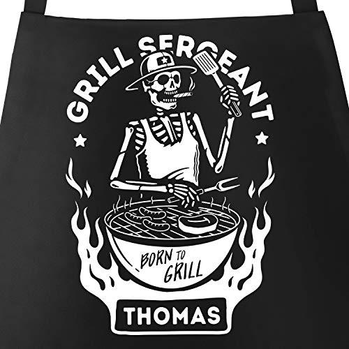 MoonWorks® Grill-Schürze mit Name personalisierbar Grillseargent [Wunschname] Born to Grill-Geschenke Männer Skull schwarz Unisize
