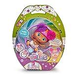 The Bellies from Bellyville- Hula-Hoop, muñeca bebé en pañales interactiva, Bellie grande, con un casco y un juego de aro que rueda, juguete para niñas y niños a partir de 3 años, Famosa (700016631)