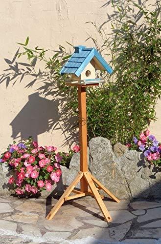 Vogelhaus mit Ständer BTV-X-VOWA3-MS-blau002 Robustes, stabiles PREMIUM Vogelhaus mit Ständer + 5 SITZSTANGEN + SICHTSCHEIBE RUND / GLAS, FUTTERHAUS für Vögel, WINTERFEST - MIT FUTTERSCHACHT Futtervorrat, Vogelfutter-Station Farbe blau SKY BLUE himmelblau hellblau mittelblau dunkelblau/natur, MIT TIEFEM WETTERSCHUTZ-DACH für trockenes Futter, mit Futterschacht zum Nachfüllen oben, Schreinerarbeit aus Vollholz